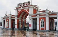 入口门 Tsaritsyno公园在莫斯科 免版税库存照片