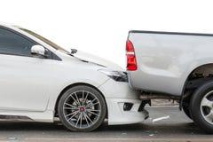 介入在街道上的车祸两辆汽车 库存照片