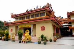 入狮子狗在山姆Poh中国佛教寺庙Brinchang金马仑高原马来西亚 图库摄影