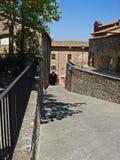 入道路通往一个房子在Lucignana在意大利 免版税库存图片
