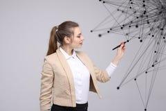 全世界网络或无线互联网连接未来派概念 妇女与连接的小点一起使用 库存照片