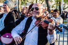 全国主权和儿童`的s巴尔干提琴手天庆祝-土耳其 库存图片