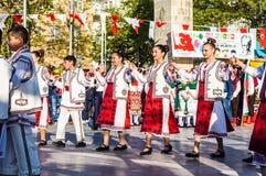 全国主权和儿童`的s罗马尼亚民间舞蹈天庆祝-土耳其 库存照片