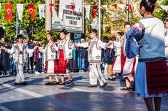 全国主权和儿童`的s罗马尼亚民间舞蹈天庆祝-土耳其 免版税图库摄影