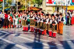 全国主权和儿童`的s马其顿民间舞蹈天庆祝-土耳其 免版税图库摄影