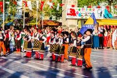 全国主权和儿童`的s马其顿民间舞蹈天庆祝-土耳其 库存照片