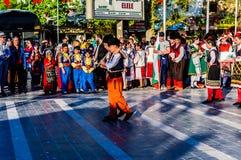 全国主权和儿童`的s马其顿民间舞蹈天庆祝-土耳其 免版税库存图片