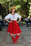 全国乌克兰服装的美丽的女孩女演员设计卡通者 免版税库存图片