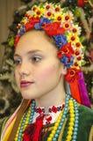 全国乌克兰服装的美丽的女孩 免版税库存照片