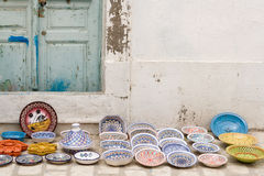 全国传统瓦器 卖在街道上 马赫迪耶 免版税库存照片