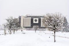 全国劳动人民文化宫在索非亚,保加利亚用雪盖了 免版税库存照片