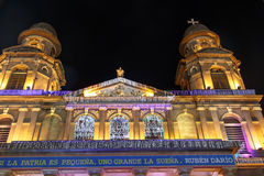 全国宫殿视图在与圣诞灯的晚上从马那瓜 免版税图库摄影