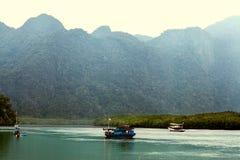 全国小船在海滩的泰国,日落 免版税库存图片