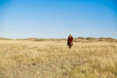 全国服装的哈萨克人人 库存照片