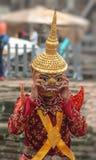 全国服装的柬埔寨在吴哥窟的人和面具 免版税库存图片