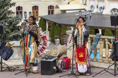 全国服装的街道音乐家 免版税库存照片