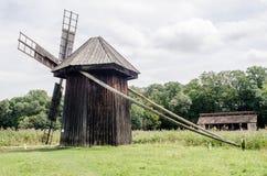 全国阿斯特拉博物馆在锡比乌-老巨大的旋转的风车 免版税库存图片