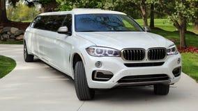 全新的优质专属客户的,演员,模型,好莱坞女演员豪华汽车豪华VIP BMW欧洲大型高级轿车 免版税库存照片