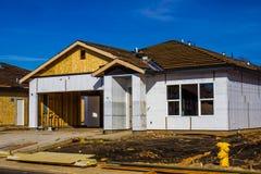 全新的家庭建筑 免版税图库摄影
