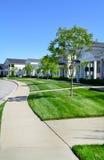 全新的Capecod郊区美国梦家邻里 免版税库存图片