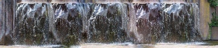 全景人工地设计了瀑布,喷泉 免版税图库摄影