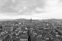 全景佛罗伦萨历史的街市在多云d期间 免版税库存照片