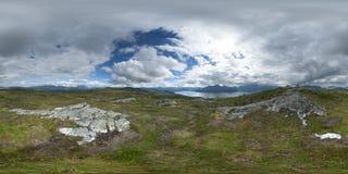 全景供徒步旅行的小道360在Hoykubben,挪威2013年 免版税图库摄影