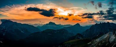 全景全国自然公园Tre Cime在白云岩阿尔卑斯 是 免版税库存图片