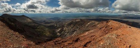 全景北部突破巨大扎尔巴奇克火山裂痕爆发1975年 库存图片