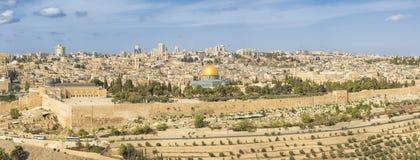 全景向耶路撒冷老市和圣殿山 免版税图库摄影