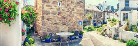 全景和街道在村庄Sint Ives, Cornwell 免版税库存照片