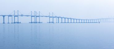全景在日出的洪戈公岛珠海澳门桥梁 图库摄影