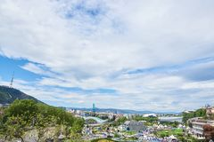全景在第比利斯和从Metekhi边的圣洁山 库存照片