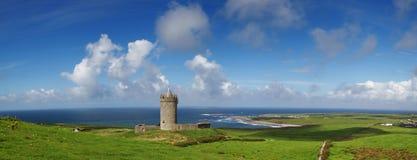 全景城堡的doonagore 库存图片