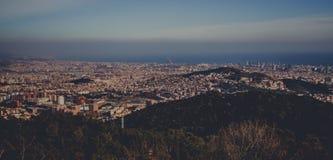 全景山风景在城市巴塞罗那 库存图片
