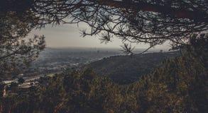 全景山风景在城市巴塞罗那 免版税图库摄影