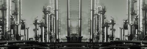 全景巨型油和煤气的精炼厂 免版税库存图片