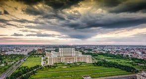 全景布加勒斯特市地平线在罗马尼亚,欧洲 库存照片