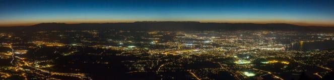 全景日内瓦空中的夜 库存图片