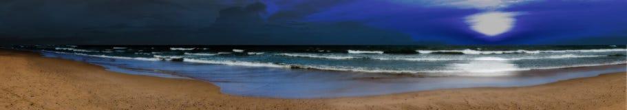 全景晚上海滩 免版税库存照片