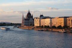 全景有议会大厦的布达佩斯 免版税库存照片