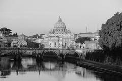 全景梵蒂冈看法从Ponte翁贝托的我在罗马, Ital 免版税库存照片