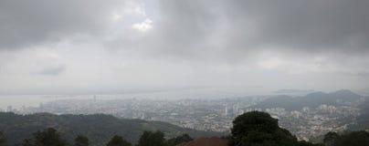 全景槟榔岛市视图风景从槟榔岛观点  免版税库存图片