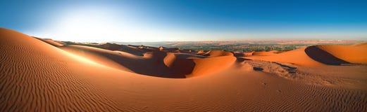 全景沙漠磨擦` Al Khali,阿布扎比, 1月 2018年 图库摄影