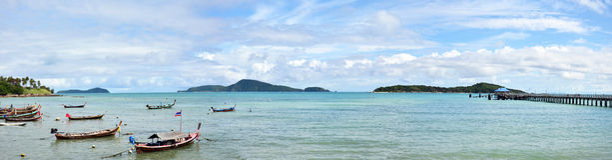 全景海上普吉岛泰国的Rawai海滩  免版税库存照片