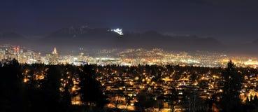 全景温哥华晚上视图  免版税图库摄影