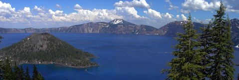 全景火山口的湖 免版税图库摄影