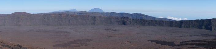 全景火山岩钉de la fournaise谷 库存照片