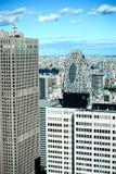 全景现代大厦城市地平线鸟瞰图在东京的财政区域和生动的蓝天晒黑光东京,日本 聚会所 免版税库存照片