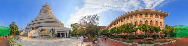 360全景白色塔在Wat Paknam Bhasi Charoen 免版税库存图片